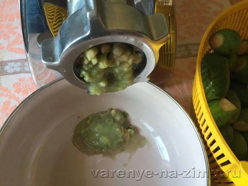Фейхоа перетертая с сахаром рецепт на зиму без варки: фото 3