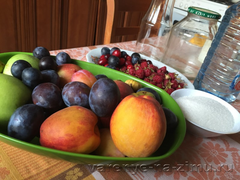 Компот ассорти из фруктов и ягод на зиму: фото 1