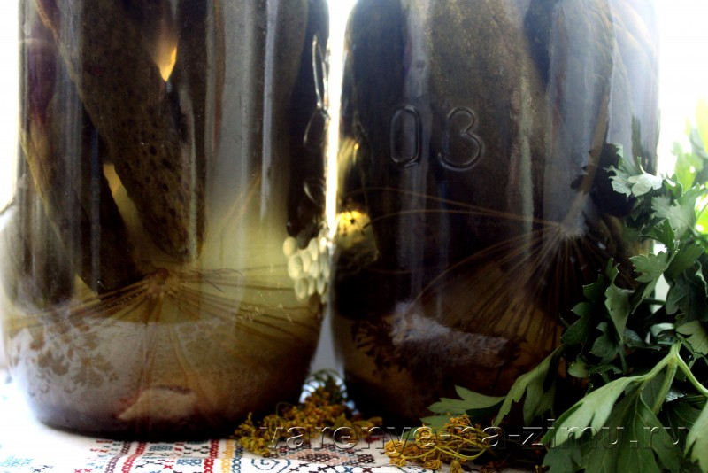 Огурцы маринованные на зиму хрустящие в банках: фото 1