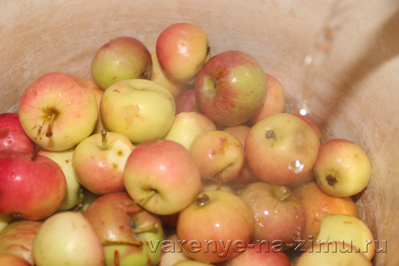 Варене из целых яблок на зиму простой рецепт: фото 2