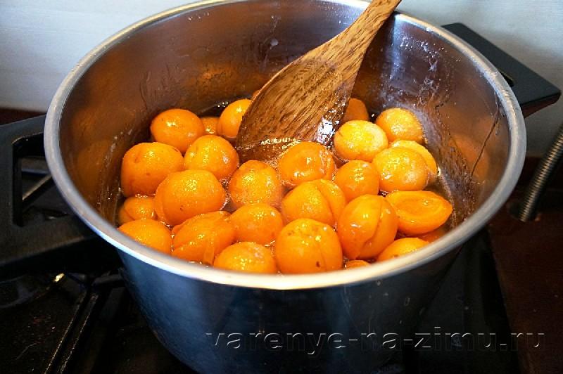 Варенье из абрикосов с ядрышками: фото 4