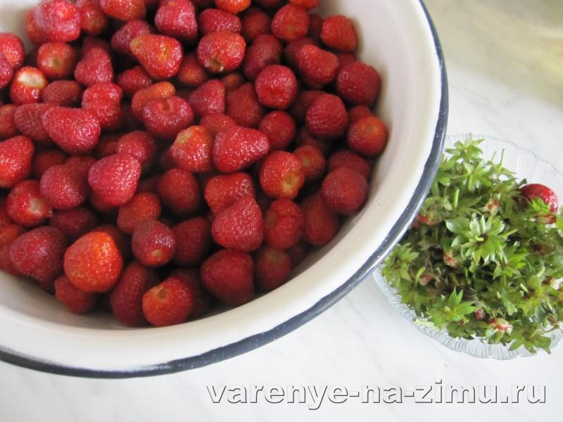 Варенье из клубники с целыми ягодами пятиминутка на зиму: фото 2