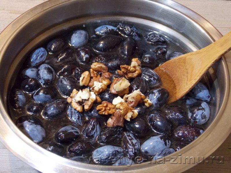 Варенье из сливы с грецкими орехами: фото 3