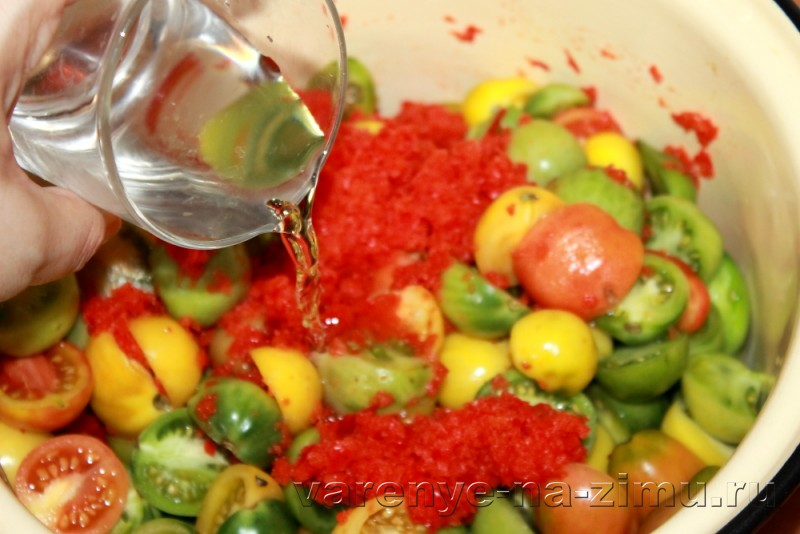 Зеленые помидоры на зиму простой рецепт в банках: фото 11