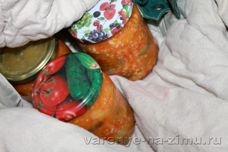 Зеленые помидоры на зиму простой рецепт в банках: фото 18