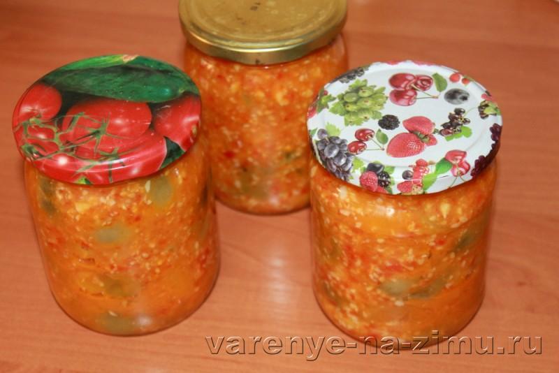 Зеленые помидоры на зиму простой рецепт в банках: фото 19